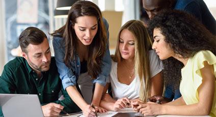 """คอร์สเรียนภาษาอังกฤษ สำหรับองค์กร """"เราเป็นหนึ่งในผู้นำด้านบริการอบรมภาษาอังกฤษ สำหรับพนักงาน ทั้งในและนอกสถานที่"""""""