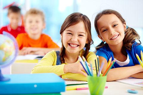 เรียนภาษาอังกฤษเด็ก รูปแบบการสอนภาษาอังกฤษ สำหรับเด็ก จะเน้นการเสริมสร้างพื่้นฐานการใช้ภาษาอังกฤษในทุกด้าน ทั้งการฟัง การพูด การอ่าน และการเขียนภาษาอังกฤษ โดยผ่านกิจกรรมต่างๆ ซึ่งจะทำให้เด็กได้เรียนรู้ภาษาอังกฤษ ไปพร้อมกับความสนุกสนาน จึงทำให้ผู้ปกครองมั่นใจว่า เด็กๆ จะได้เรียนภาษาอังกฤษอย่างมีประสิทธิภาพ เพื่อเป็นพื้นฐานการใช้ภาษาอังกฤษที่ดีต่อไปทั้งในห้องเรียน และชีวิตประจำวัน -  สถาบันสอนภาษาอังกฤษ EduFirst