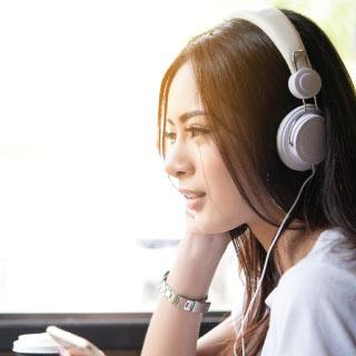 อยากฟังภาษาอังกฤษรู้เรื่อง เรียนภาษาอังกฤษเพื่อพัฒนาทักษะ - สถาบันสอนภาษา EduFirst