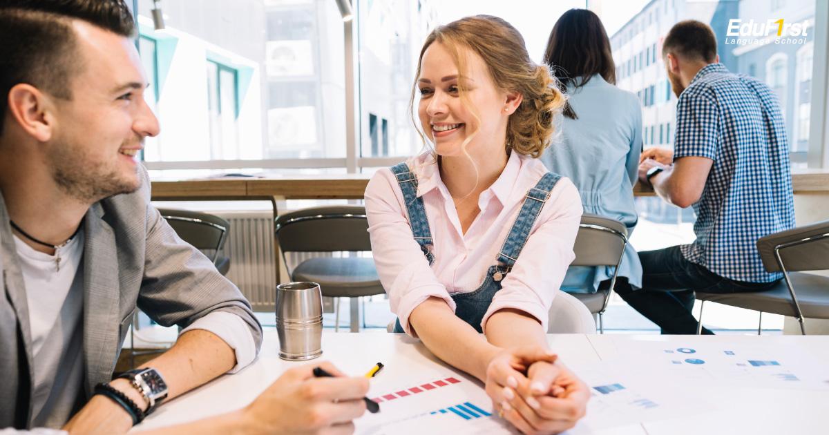 สนทนาภาษาอังกฤษ เพื่อการเพื่อการทำงาน สื่อสารภาษาอังกฤษอย่างมั่นใจ - สถาบันเรียนภาษาอังกฤษ EduFirst