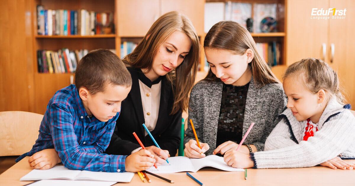 สอนภาษาอังกฤษ ให้กับคนรอบข้าง เพื่อทบทวนการเรียนภาษาอังกฤษ - เรียนภาษาอังกฤษเก่งเร็ว EduFirst