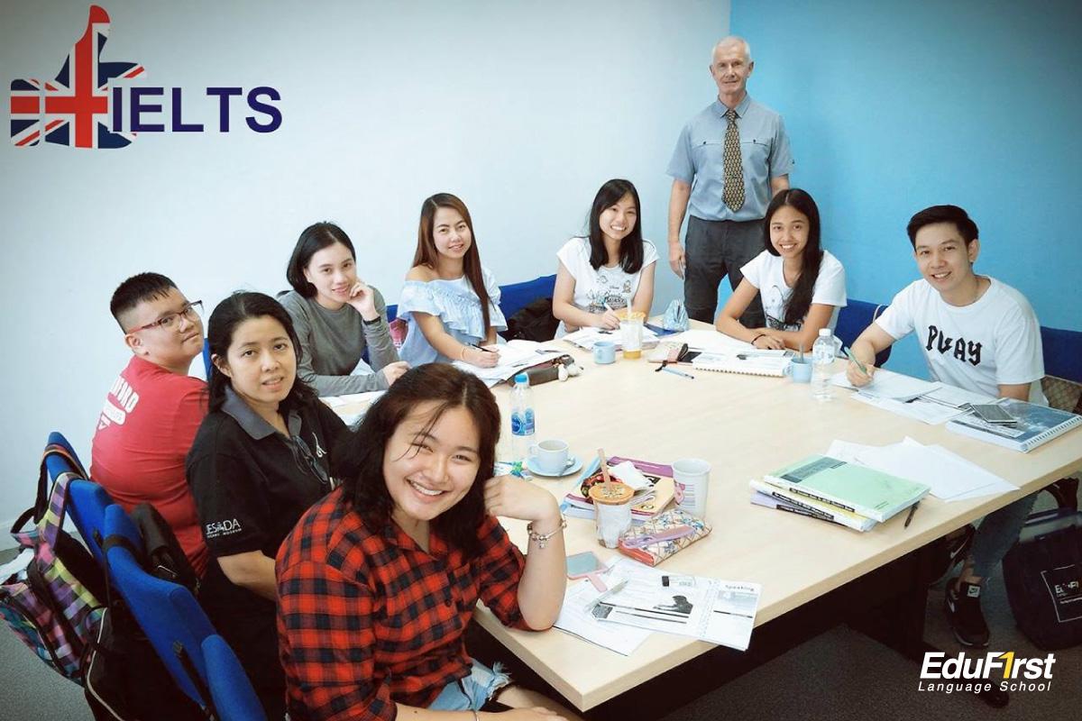 คอร์สเรียน IELTS ติวไอเอล โดยอาจารย์ผู้มีประสบการณ์ ติว IELTS โดยตรง สอนสด เน้นเทคนิคการทำข้อสอบ - โรงเรียนสอนภาษาอังกฤษ EduFirst