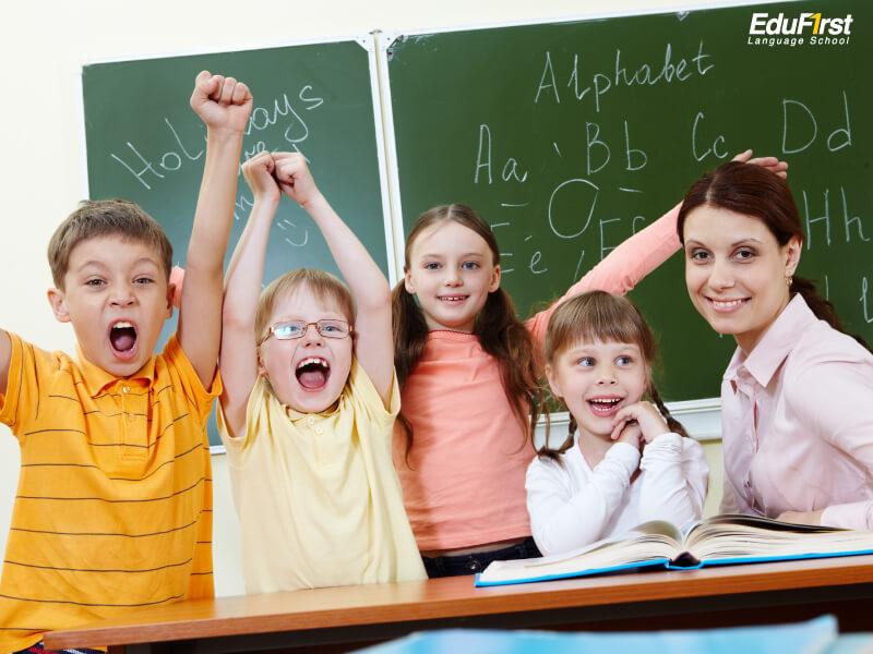 ข้อดีของการเรียนภาษาอังกฤษกับครูต่างชาติ - โรงเรียนสอนภาษาอังกฤษ EduFirst
