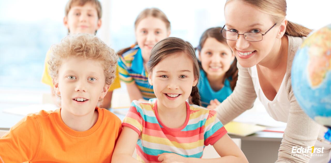เปรียบเทียบระหว่าง ครูสอนภาษาอังกฤษชาวต่างชาติ และ ครูสอนภาษาอังกฤษชาวไทย - โรงเรียนสอนภาษา EduFirst