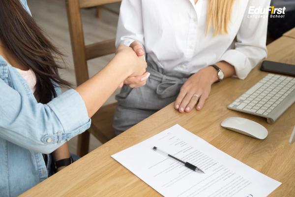 บทสนทนาภาษาอังกฤษสัมภาษณ์งาน การตกลงเริ่มงาน English conversation job interview work start agreement - อบรมภาษาอังกฤษพนักงานบริษัท สถาบัน EduFirst