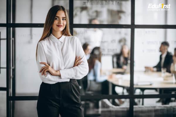 เรียนภาษาอังกฤษ วัยทำงาน อายุ 24 ปี ขึ้นไป (ผู้ใหญ่, คนทำงาน) - เรียนภาษาอังกฤษเพื่อการทำงาน สถาบันสอนภาษาอังกฤษ EduFirst