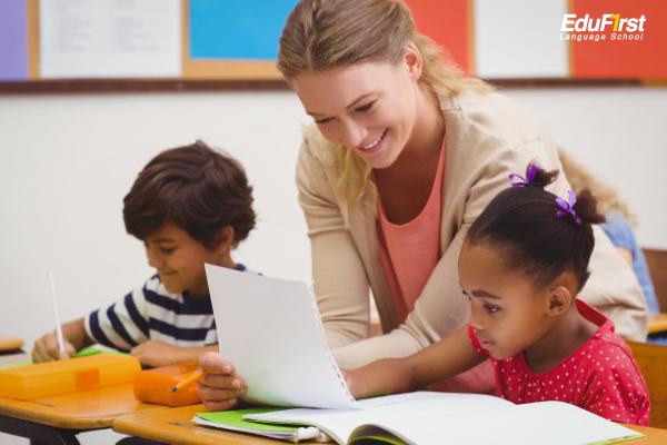 เรียนภาษาอังกฤษเด็กเล็ก อายุ 5-10 ขวบ เริ่มตอนอนุบาล, ประถม (วัยเด็กตอนต้น) - เรียนพิเศษภาษาอังกฤษเด็ก โรงเรียนสอนภาษาอังกฤษ EduFirst