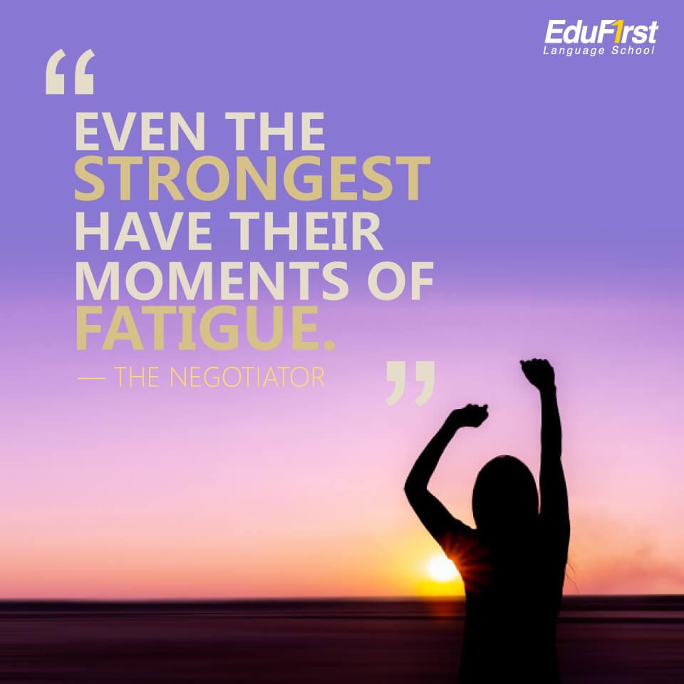 """เรียนภาษาอังกฤษ จากคำคม Quote """"Even the strongest have their moments of fatigue."""" แปลว่า แม้แต่คนที่แข็งแรงที่สุด ก็ยังมีช่วงเวลาของการเหนื่อยล้า"""