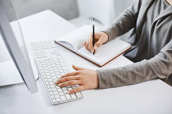 สอบ IELTS แบบไหนดี คอมพิวเตอร์หรือกระดาษ?