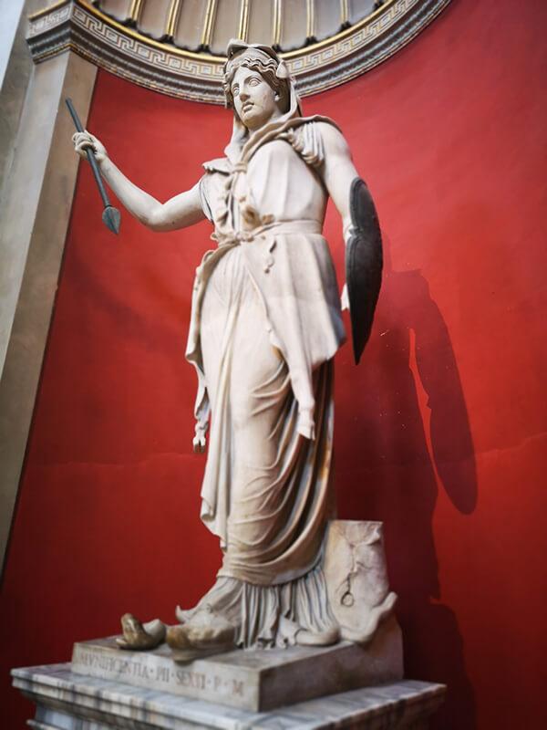 เทพเจ้าจูโน (Juno) จักรพรรดินีแห่งเทพเจ้าโรมัน เทพเจ้าแห่งอิสตรีเพศ - เรียนภาษาอังกฤษ ประวัติวันวาเลนไทน์ สถาบันสอนภาษาอังกฤษ EduFirst