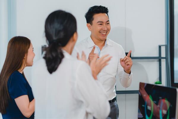 การพรีเซนต์งานเป็นภาษาอังกฤษ พูดสรุปเนื้อหา ภาษาอังกฤษ   - เรียนภาษาอังกฤษ Online วัยทำงาน โรงเรียนสอนภาษาอังกฤษ EduFirst