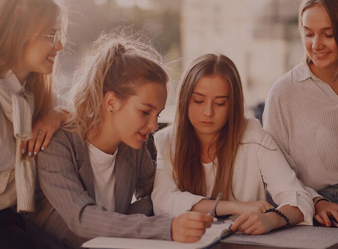 คอร์สเรียน IELTS (IELTS Preparation Course) ติว IELTS สำหรับเตรียมสอบ เรียนภาษาอังกฤษ รับรองผล - EduFirst คอร์สเรียนภาษาอังกฤษ นักศึกษา วัยทำงาน ผู้ใหญ่ โรงเรียนสอนภาษาอังกฤษ EduFirst