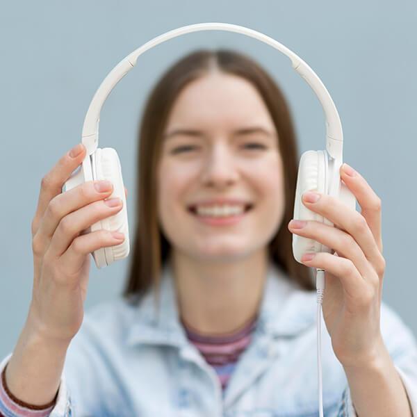 ฝึกการฟังภาษาอังกฤษ จับใจความ และเขียนเนื้อหา - ฝึกทักษะการฟังภาษาอังกฤษ เรียนภาษาอังกฤษออนไลน์ สถาบันสอนภาษาอังกฤษ EduFirst