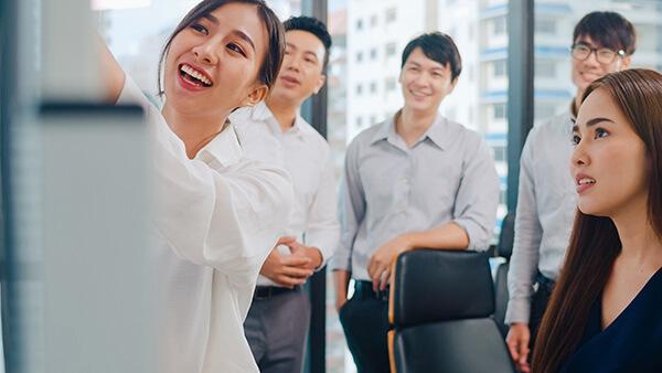 พรีเซนต์งานภาษาอังกฤษ ให้น่าสนใจ (Presentation in English) - เรียนภาษาอังกฤษ วัยทำงาน สถาบันเรียนภาษาอังกฤษ EduFirst