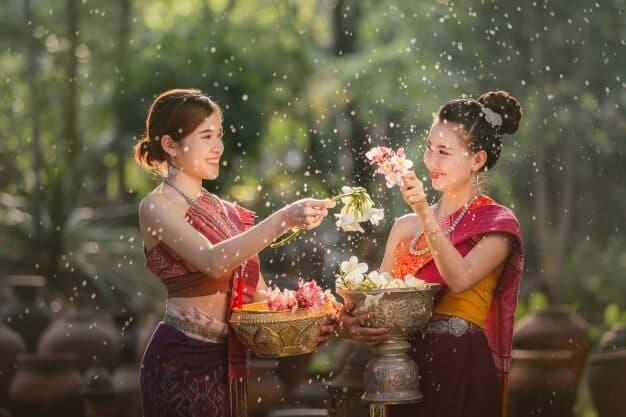 วันสงกรานต์ ภาษาอังกฤษใช้ทำว่า Songkran Festival - เรียนภาษาอังกฤษ โรงเรียนสอนภาษาอังกฤษ EduFirst