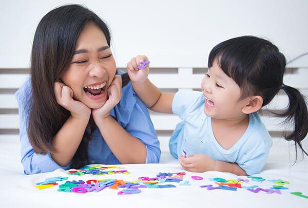 ให้เด็กเรียนภาษาอังกฤษ ในเวลาที่เหมาะสม จะทำให้เด็กรู้สึกกระตือรือร้นอยากเรียนรู้และพร้อมที่จะรับฟัง - เรียนภาษาอังกฤษออนไลน์ เด็ก โรงเรียนสอนภาษาอังกฤษ EduFirst