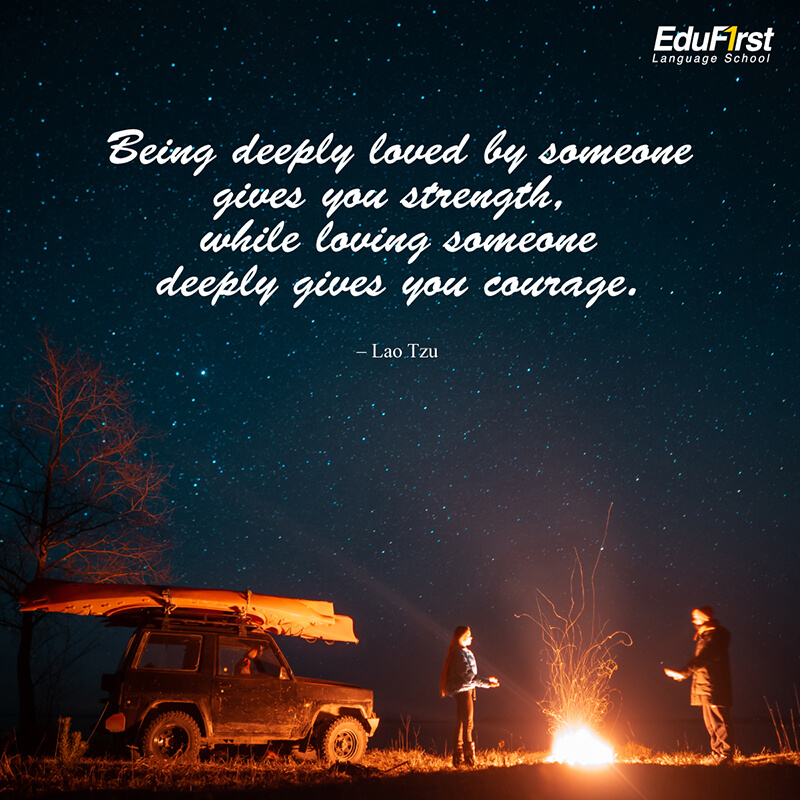 คำคมความรัก ภาษาอังกฤษ Being deeply loved by someone gives you strength, while loving someone deeply gives you courage. การเป็นที่รักของใครซักคนทำให้เราแข็งแกร่ง ขณะเดียวกันการรักใครคนหนึ่งทำให้เรากล้าหาญ - เรียนภาษาอังกฤษ รับรองผล คำบอกรักภาษาอังกฤษ สถาบันเรียนภาษาอังกฤษ EduFirst