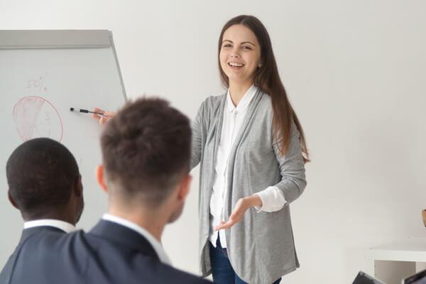 ถามความคิดเห็นในที่ประชุม จากผู้อื่น ข้อมูล สิ่งจำเป็น ในที่ประชุม - เรียนภาษาอังกฤษ เพื่อการทำงาน โรงเรียนสอนภาษาอังกฤษ EduFirst