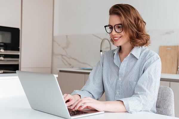 Work from home คืออะไร? คุณสามารถทำงานจากที่บ้านได้ โดยไม่ต้องเข้าออฟฟิศ เพราะหัวหน้าอนุญาต - เรียนภาษาอังกฤษ Online โรงเรียนสอนภาษาอังกฤษ EduFirst